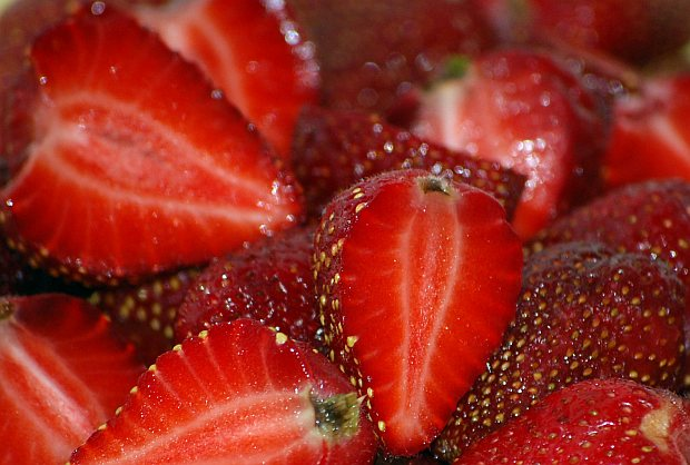 Halved-strawberries-closeup