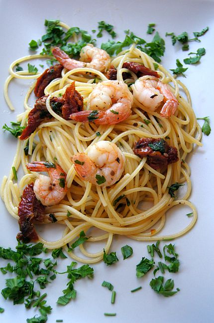 Przepisy Thermomix. Spaghetti z krewetkami i suszonymi pomidorami.