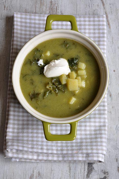 Thermomix przepisy. Zupa z brokułami i jarmużem.