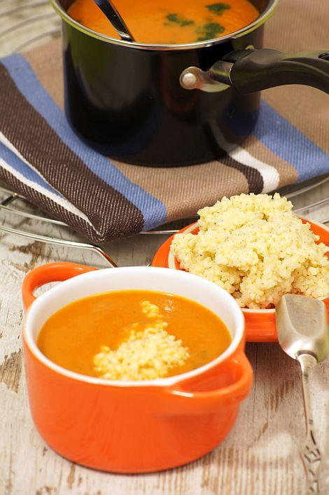 Zupa pomidorowa z suszonymi pomidorami i kaszą jaglaną.