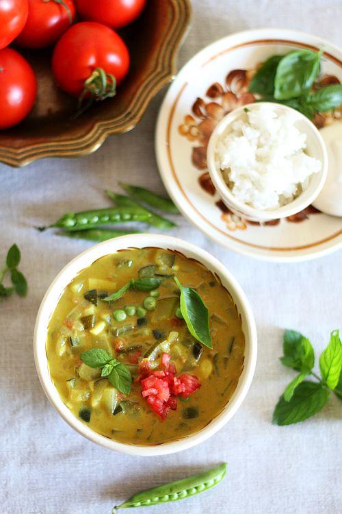 Thermomix przepisy. Zielone curry z cukinią i groszkiem.